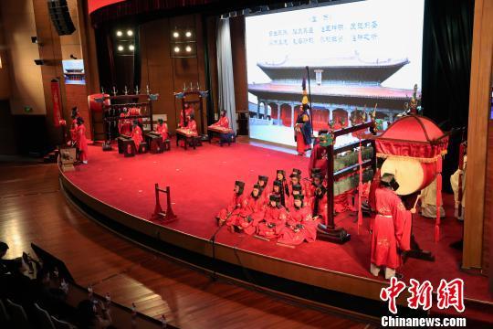10日晚,曲阜师范大学雅乐团在中华文化学院(中央社会主义学院)举行雅乐演出。图为传统乐器演奏。 主办方供图摄