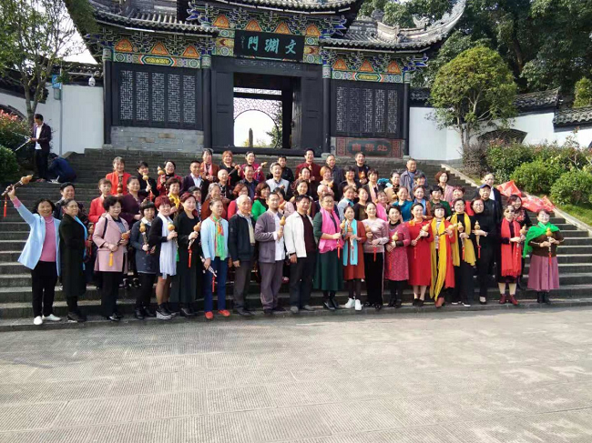 葫芦丝中老年公益班走进重庆开州