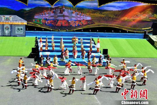 四川马尔康第八届嘉绒锅庄文化旅游节开幕