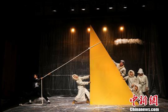 韩国刷子剧团上演的家庭剧《小音乐家》钟欣摄