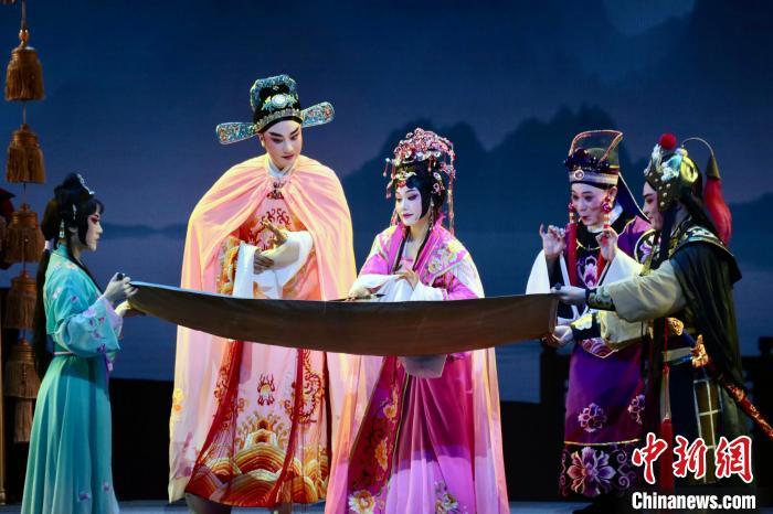原创闽剧《龙台驸马》上演中国戏剧节