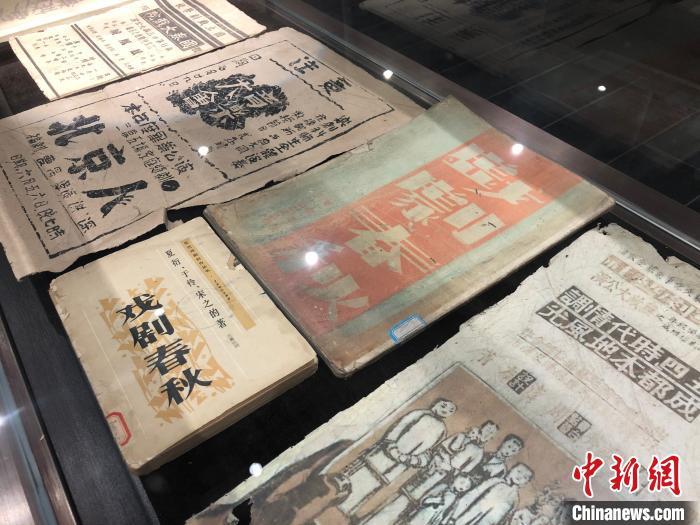 图为重庆抗战戏剧博物馆历史陈列中的历史资料。 钟旖摄