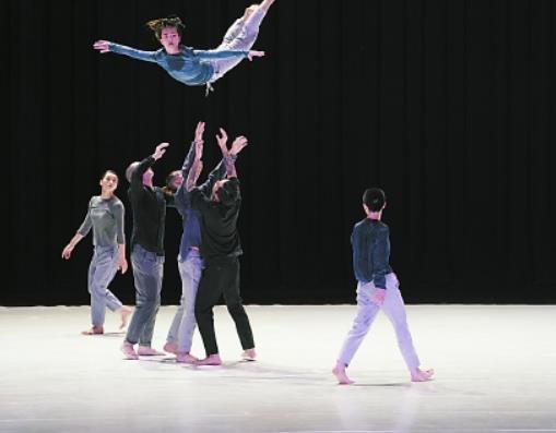 原创现代舞《九重奏》首演 九人律动瞬间 错觉时间停止