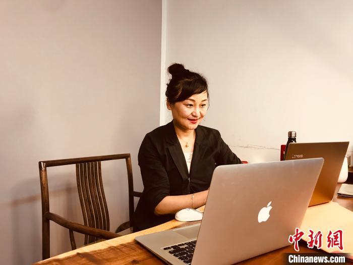 中央戏剧学院教授姬沛进行线上授课中国儿童文学研究会儿童剧委员会摄