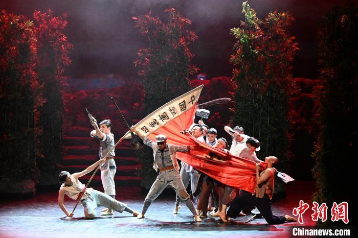 民族舞劇《井岡?井岡》亮相國家大劇院戲劇場劉方攝