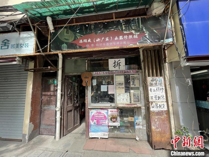 """上海闹市中隐藏的""""海上修琴师"""":我是一个不会累的""""玩家"""""""